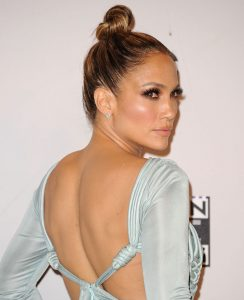 beauty-2015-11-jennifer-lopez-2015-amas-beauty-top-knot-strobed-makeup-main
